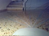 Γυάλισμα μωσαϊκού σε σκάλες